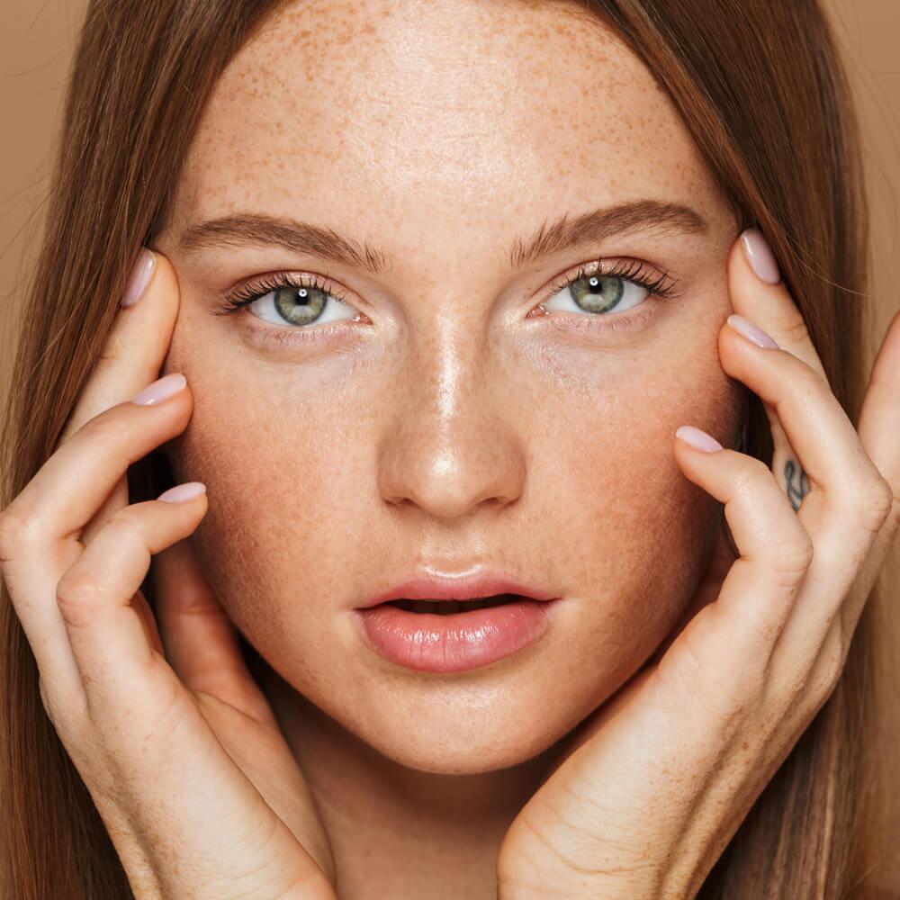 modella che testa prodotti estetici- La Beautè